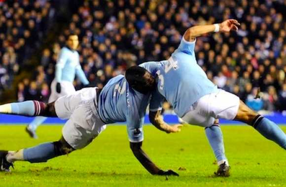 Photo: Micah Richards vs De Jong