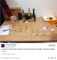 Photo : Mourinho paye le champagne aux journalistes