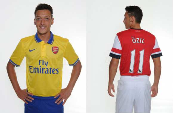 Photo : Özil sous le maillot d'Arsenal