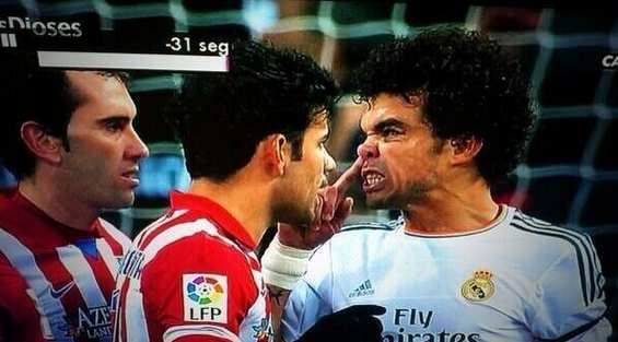 Photo : Pepe se mouche sur Costa