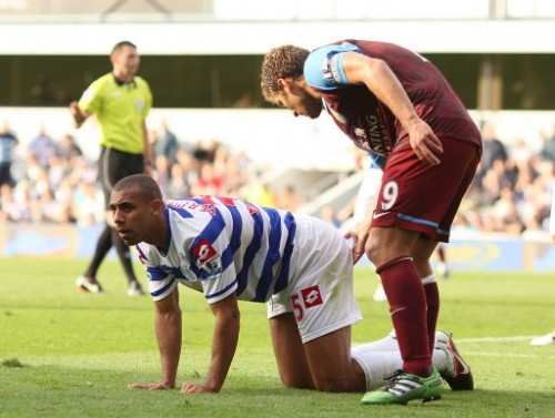 Photo : Petrov et Ferdinand se touchent
