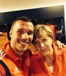 Photo : Podolski avec Merkel