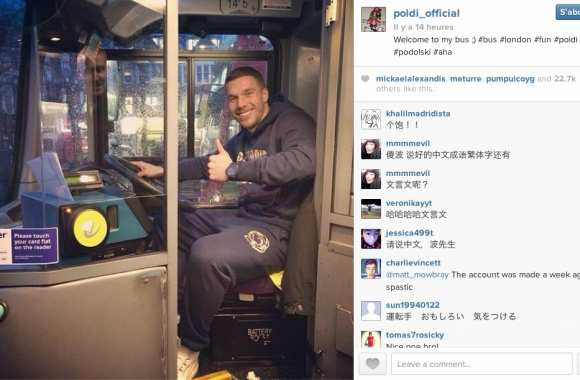 Photo : Podolski, chauffeur de bus