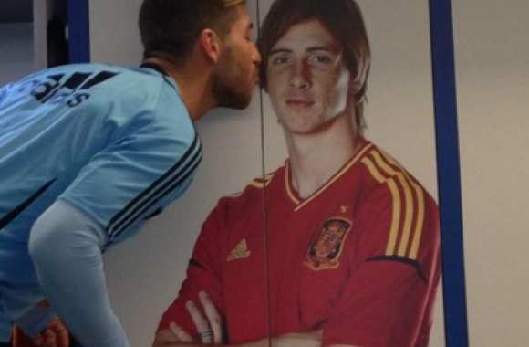 Photo: Quand Ramos embrasse Torres