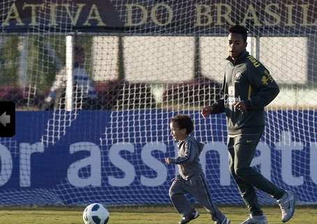 Photo : Robinho et son fils tapent la balle