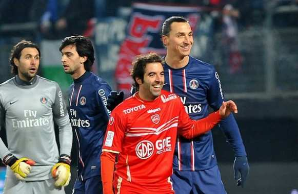 Photo: Saez explique Zlatan