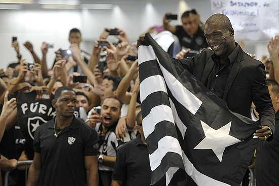 Photo : Seedorf acclamé à Rio