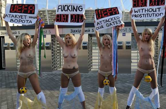Photo: Seins nus contre l'Euro