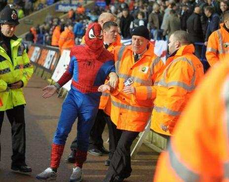 Photo : Spiderman se fait virer du stade