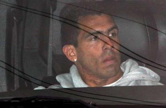 Photo: Tevez cache sa joie