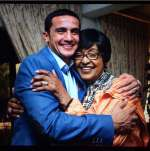 Photo : Tim Cahill rencontre Winnie Mandela