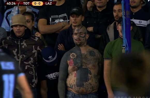 Photo: Un supporter de la Lazio tatoué