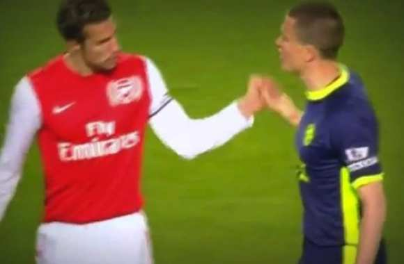 Photo : Van Persie refuse de serrer la main