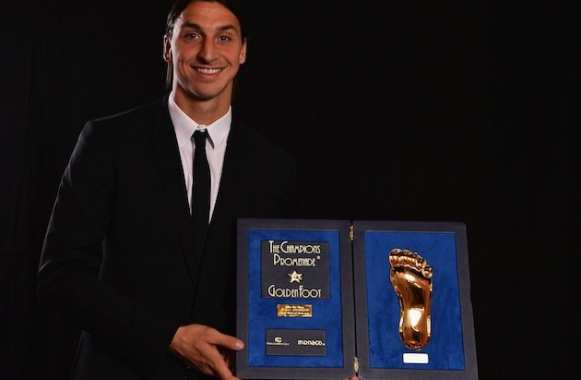 Photo : Zlatan reçoit le « Golden Foot »