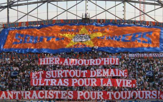 Photo:Tifo antiraciste à Marseille