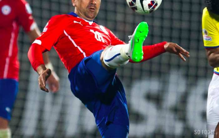 Pizarro tacle le football chilien