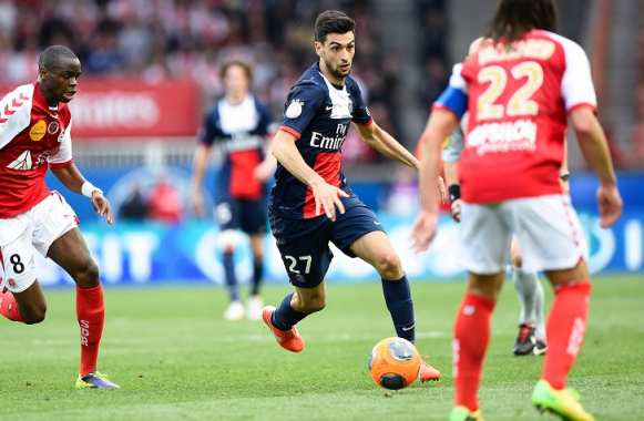 Prince Oniangue (Reims) poursuit Javier Pastore (PSG)