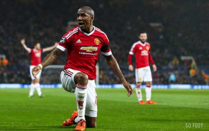 Quand Ashley Young se la joue DJ à United