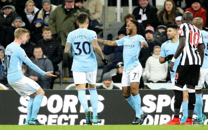 Quinze points d'avance pour City