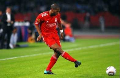 Ryan Babel accuse Benitez