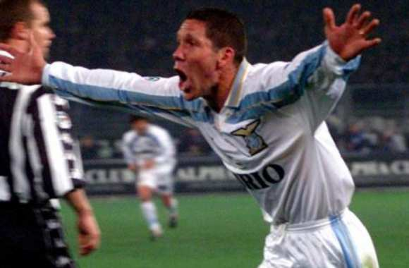 Simeone lors de son but face à la Juve, le 1er avril 2000