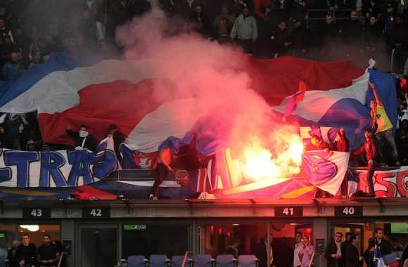 Supporters du PSG au Stade de France lors du match amical des Bleus contre le Japon