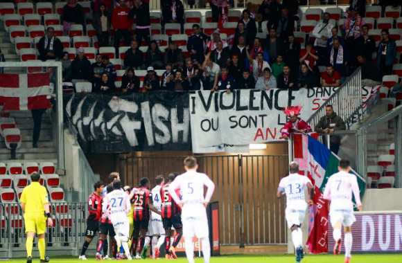 Supporters niçois contre Evian