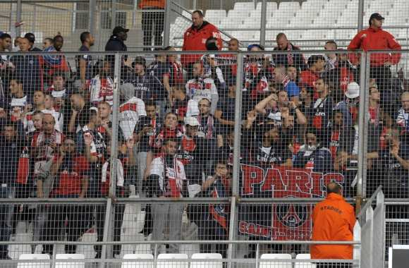 Supporters parisiens en cage
