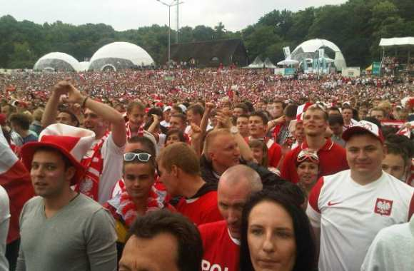 Supporters polonais dans la Fan Zone