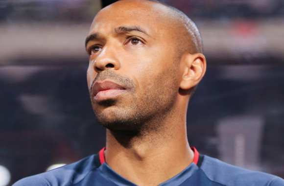 Thierry Henry et la défense d'Arsenal