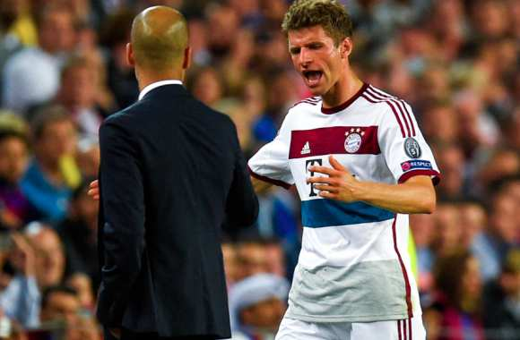 Thomas Müller explique son point de vue à Pep Guardiola