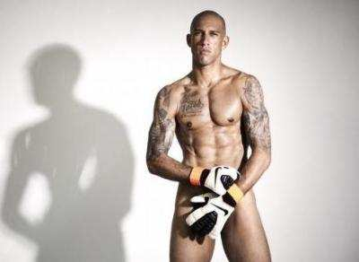 Tim Howard pose nu