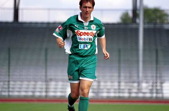 Tony Cascarino avec le Red Star (2000)