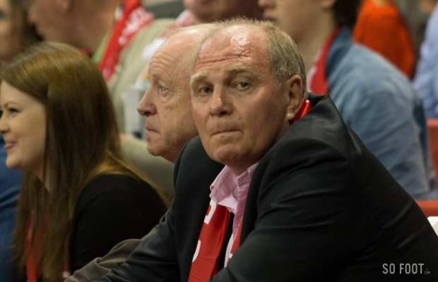 Uli Hoeness assiste au match de basket Bayern vs Alba Berlin