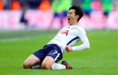 Un fan de West Ham à Son Heung-min : « Tu vends des DVD ? »