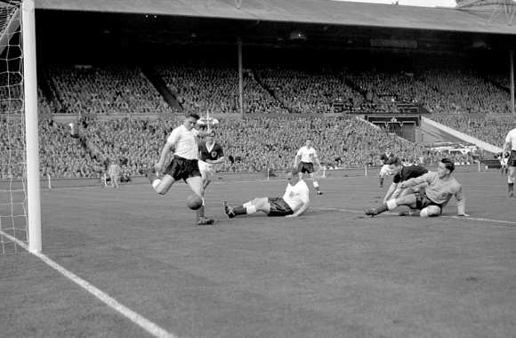 Une phase de jeu lors du match de 1957 (Crédits PA Archive Press Association Images)