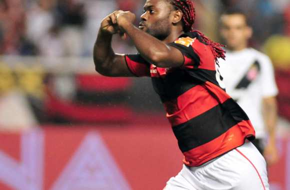 Vagner Love se tire en Chine.