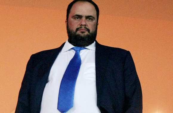 Vangelis Marinakis tape du poing sur la table