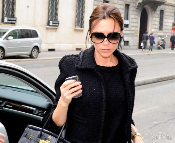 victoria beckham cherche une maison angleterre. Black Bedroom Furniture Sets. Home Design Ideas