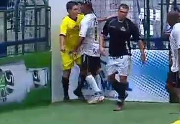 Video : Coup de boule sur l'arbitre
