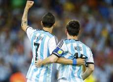 Vine : Passe de Messi, but de Di María