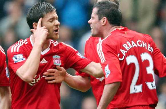 Xabi Alonso face au romantisme de Jamie Carragher