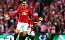 Zlatan décroche la League Cup